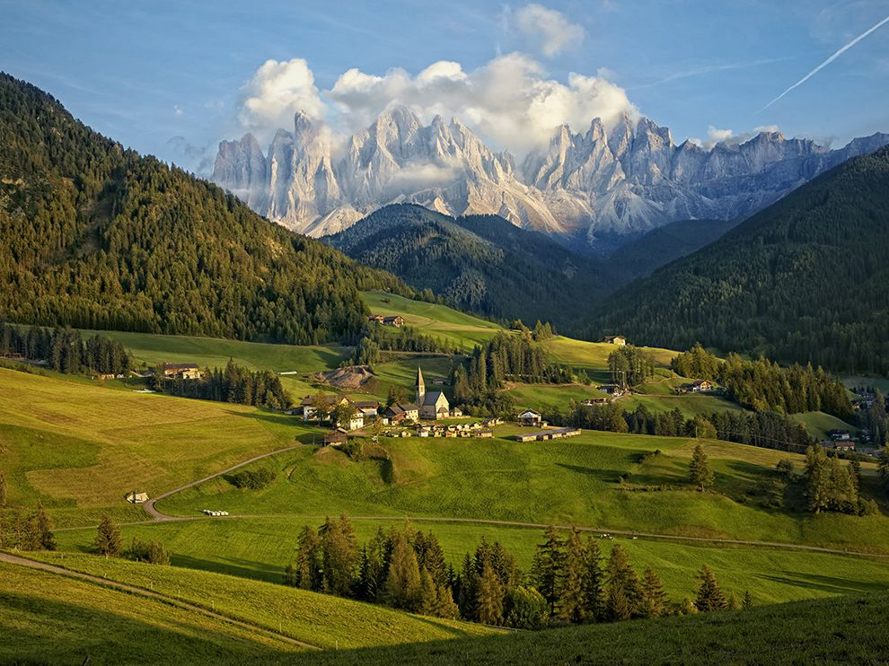 town-dolomite-magdalena-italy_80196_990x742